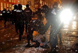 Η Ε.Ε. καταγγέλλει «δυσανάλογη χρήση βίας» εναντίον των διαδηλωτών υπέρ του Ναβάλνι