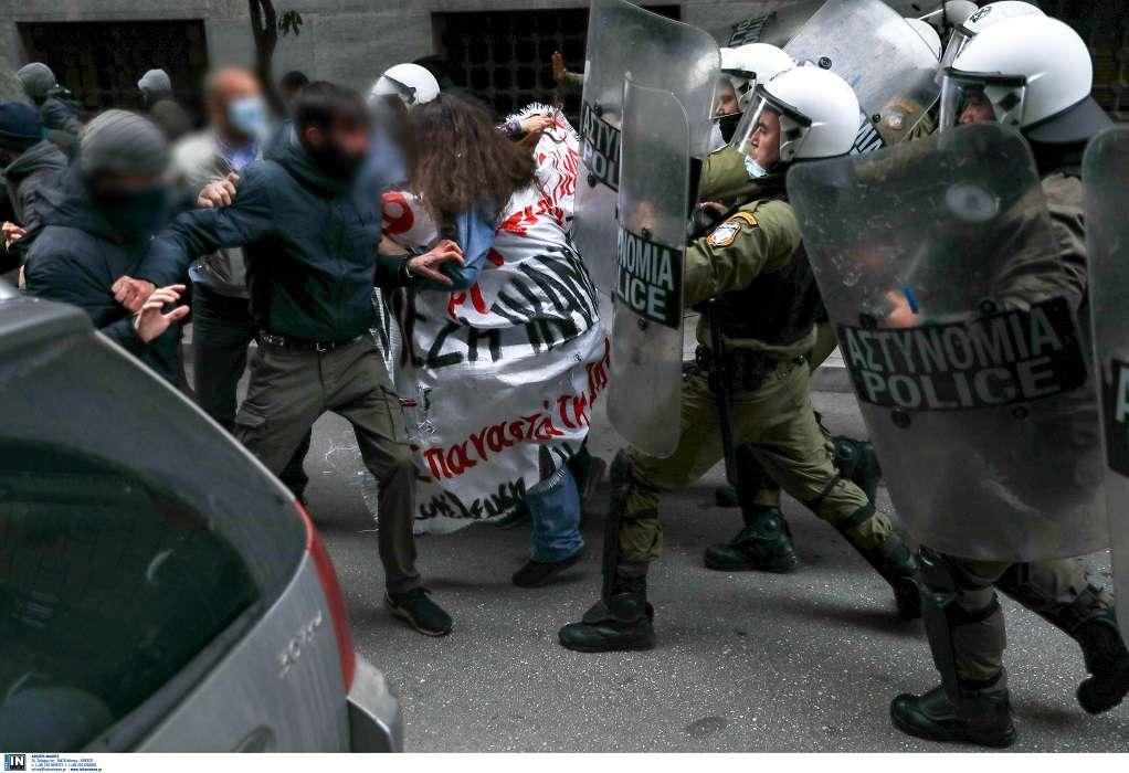 Επεισόδια και χημικά στη συγκέντρωση για τον Κουφοντίνα στην Αθήνα