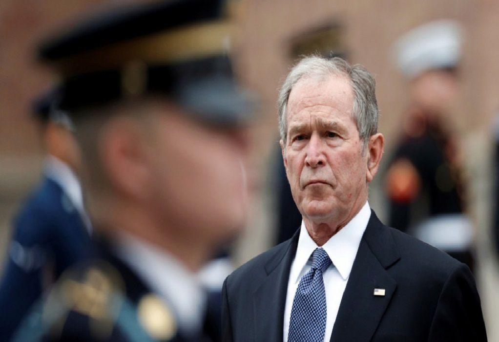 Τζ. Μπους: Εικόνες Μπανανίας – Ενοχλητικό θέαμα
