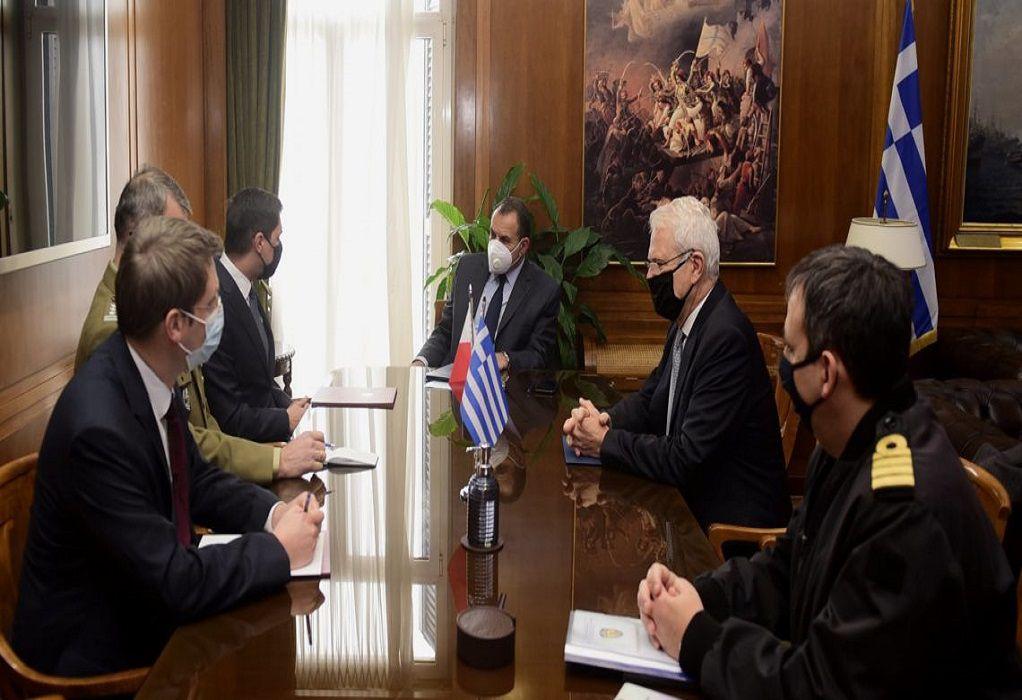 Συνάντηση ΥΕΘΑ με τον πρέσβη της Πολωνίας στην Αθήνα