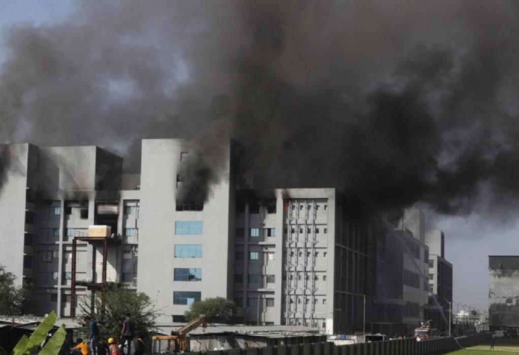 Φωτιά κοντά σε εργοστάσιο που παρασκευάζει εμβόλια AstraZeneca