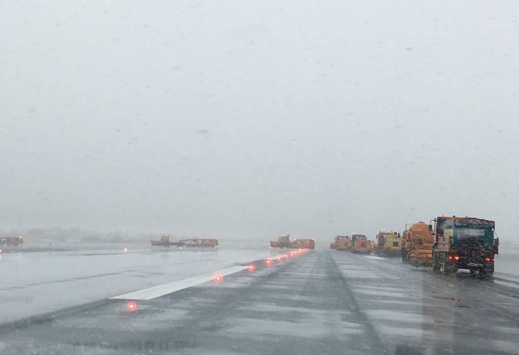 """Ενεργό το snow control στο """"Μακεδονία""""- κανονικά οι πτήσεις"""