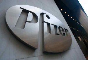 Μόσιαλος για Pfizer: Προστατεύει και από τις νέες παραλλαγές κορωνοϊού
