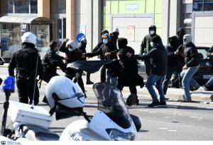 Πάτρα: Αντιεξουσιαστές προσπάθησαν να εισβάλλουν στη σύσκεψη του Χρυσοχοΐδη