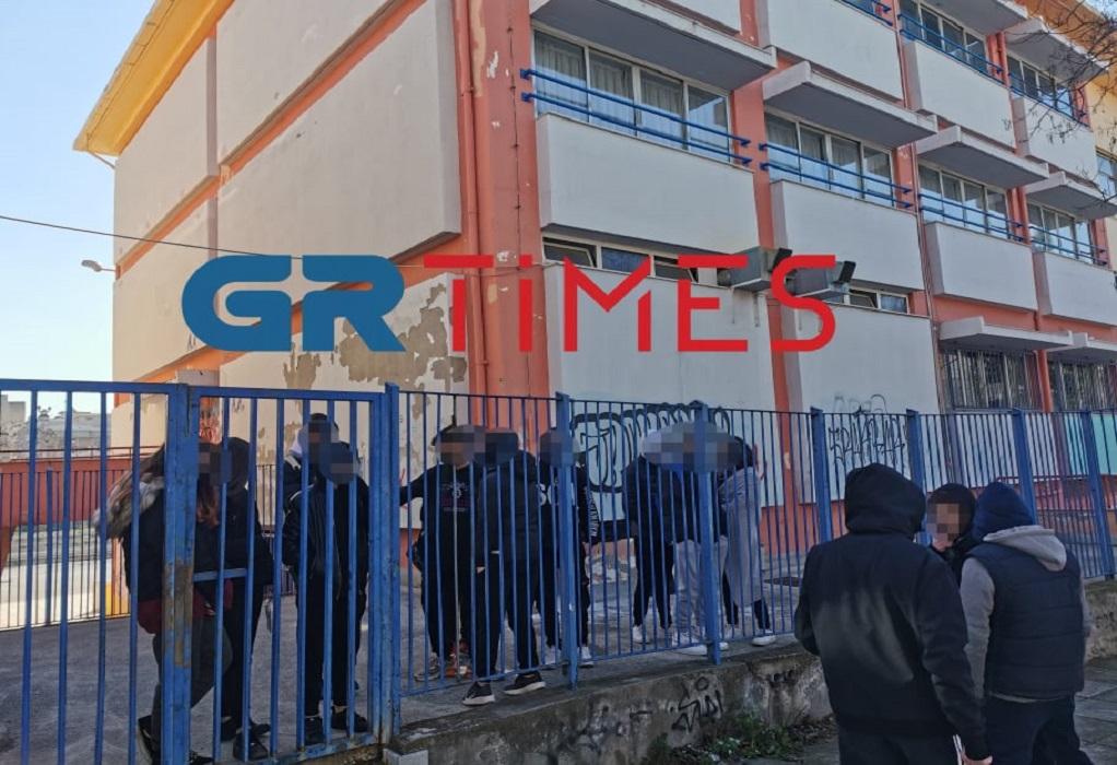 Θεσσαλονίκη: Σε κατάληψη προχώρησαν μαθητές γυμνασίου – «Δεν είμαστε πειραματόζωα» (ΦΩΤΟ)