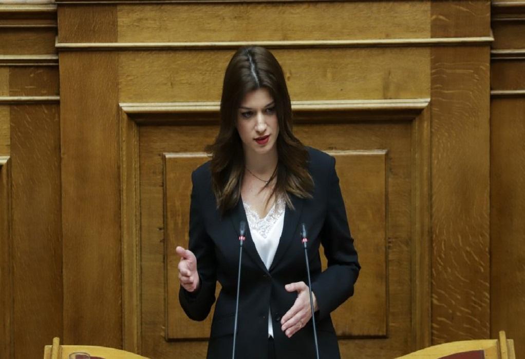 Νοτοπούλου: Νομοθετείτε εν μέσω πανδημίας για να διαλύσετε το δημόσιο Πανεπιστήμιο