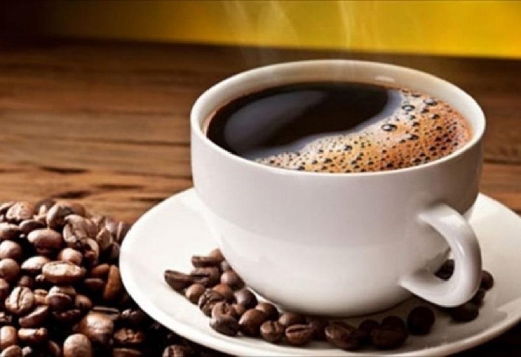 Σοκ: Κατάπιε γυαλί την ώρα που έπινε καφέ