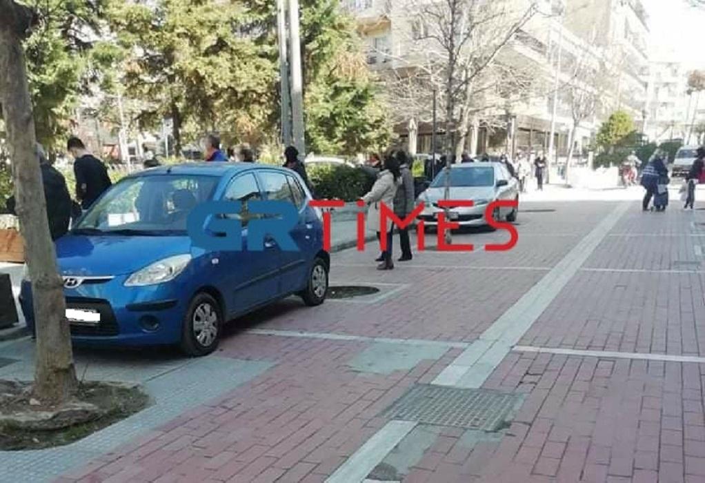 Στην ουρά για rapid test στην πλατεία Κορδελιού (ΦΩΤΟ)