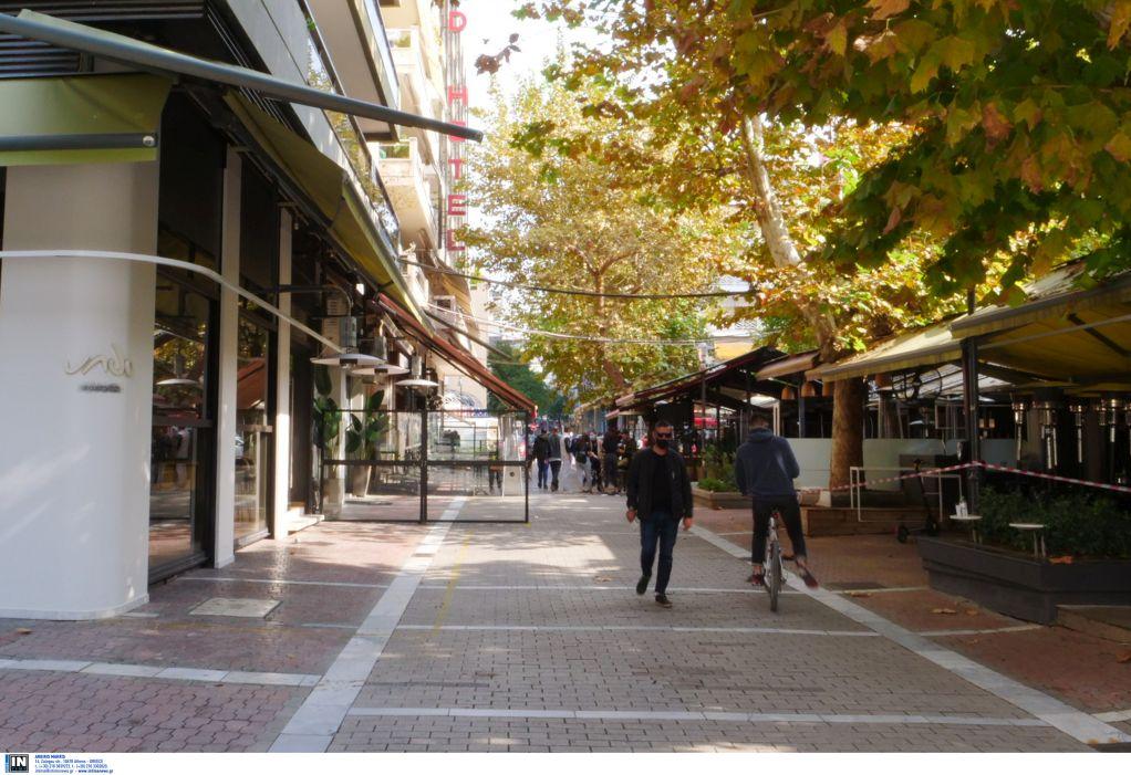 Λάρισα: Στους δρόμους της πόλης ο κόσμος την ώρα που ο Χαρδαλιάς προειδοποιούσε (VIDEO)