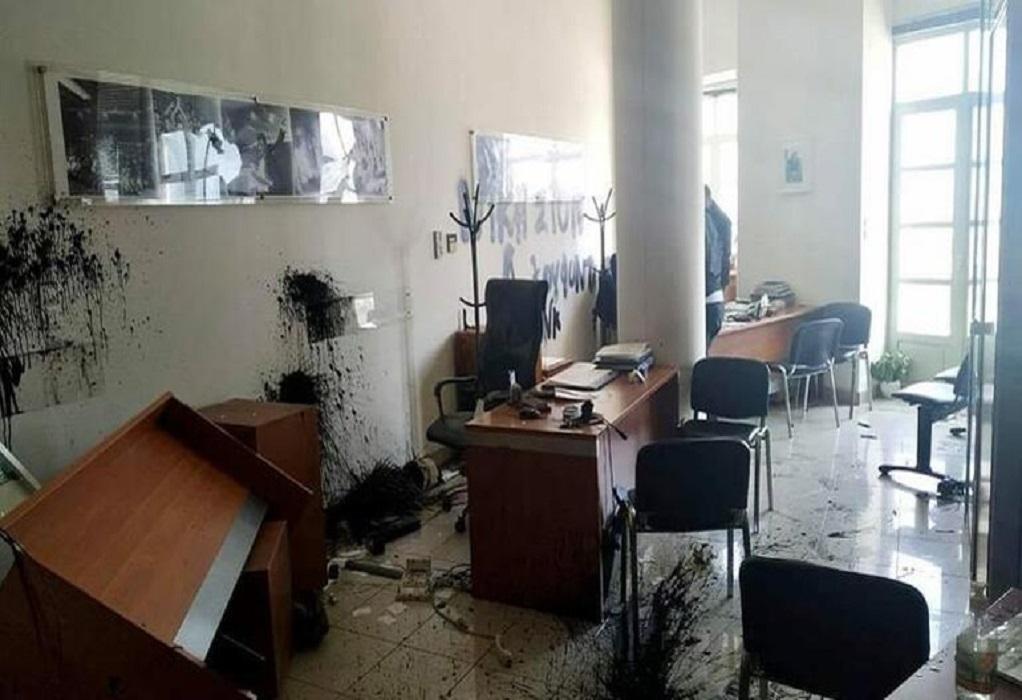Ηράκλειο: Καταδρομική επίθεση στα γραφεία του Αυγενάκη (ΦΩΤΟ)