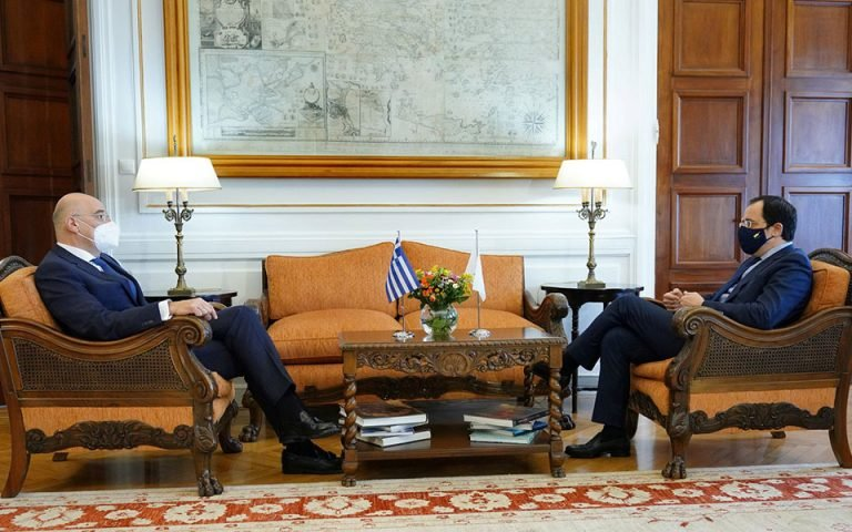 Δένδιας-Χριστοδουλίδης: Σε διαρκή στενό συντονισμό Ελλάδα – Κύπρος