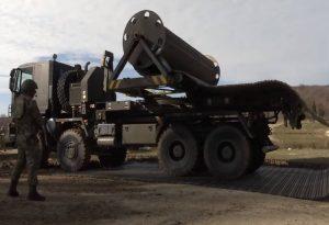 Με άρματα μάχης και τεθωρακισμένα στην Αν. Θράκη προκαλεί η Τουρκία