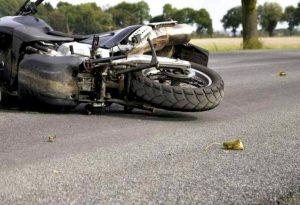 Ευκαρπία: Τροχαίο με σοβαρά τραυματισμένο μοτοσικλετιστή