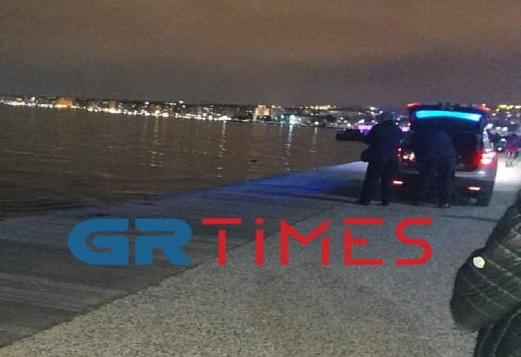 Υπερήλικος άνδρας το πτώμα που βρέθηκε στη Νέα Παραλία Θεσσαλονίκης (ΦΩΤΟ-VIDEO)