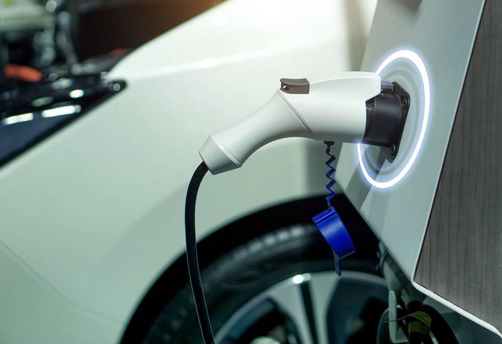 ΥΠΕΝ: Οδηγίες στους Δήμους για τους σταθμούς φόρτισης ηλεκτρικών οχημάτων