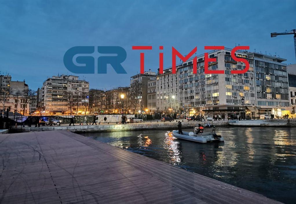 Θεσσαλονίκη: Κινητοποίηση για άνδρα που βούτηξε στον Θερμαϊκό (ΦΩΤΟ)