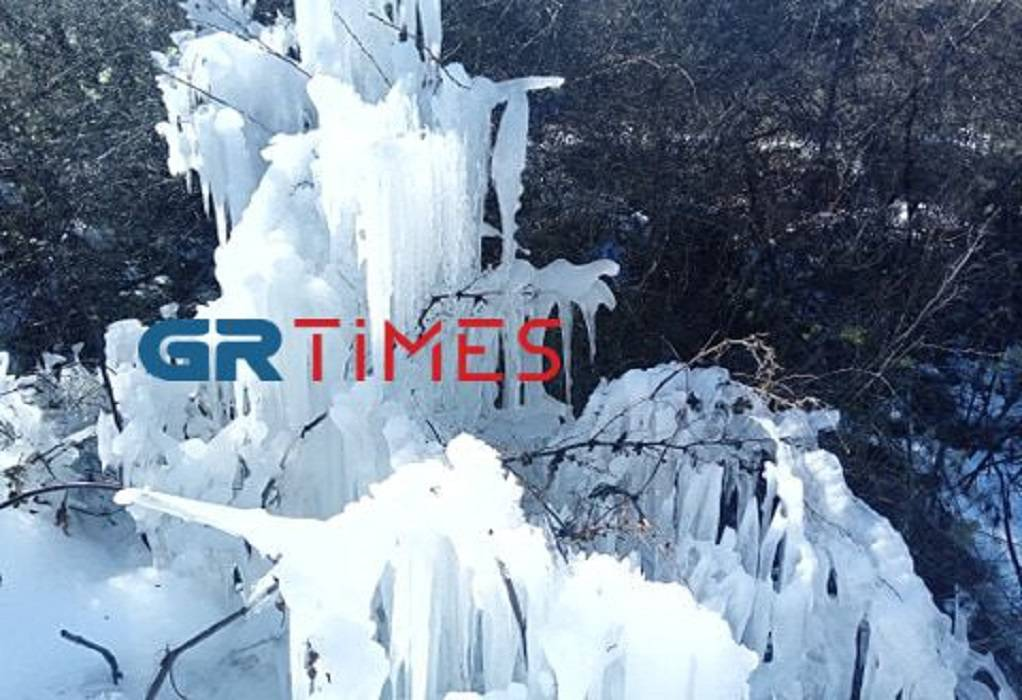 """Πέλλα: Γλυπτά από… πάγο στο πέρασμα της """"Μήδειας"""""""