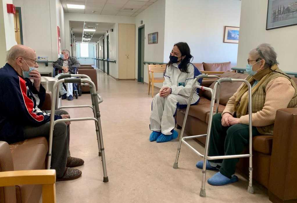 Στο Γηροκομείο Πειραιώς η Δ. Μιχαηλίδου για την πορεία των εμβολιασμών