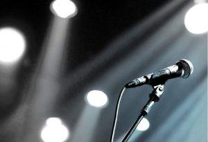 Γνωστός τραγουδιστής σε παράνομη χαρτοπαικτική λέσχη στην Κυψέλη