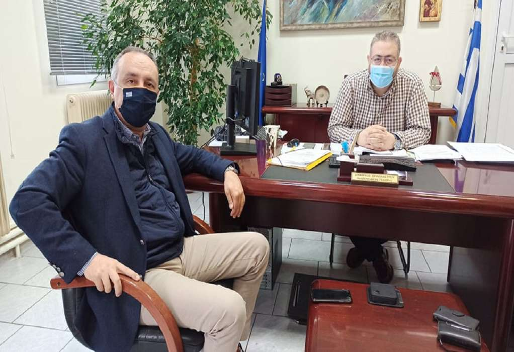 Συνάντηση Π. Τσακίρη με Θ. Καράογλου στο Δημαρχείο Ωραιοκάστρου