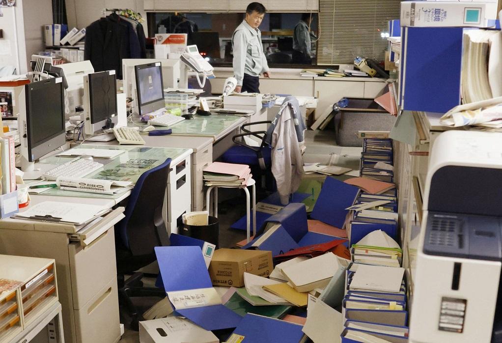 Ζημιές και διακοπές ρεύματος μετά το σεισμό στη Φουκουσίμα