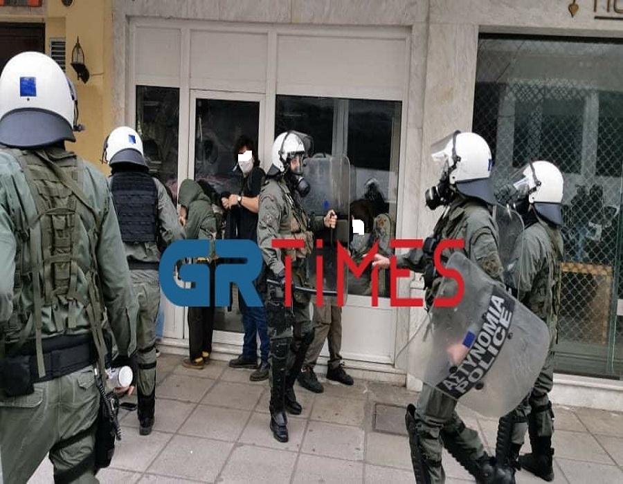 Μία προσαγωγή κατά τα επεισόδια στο φοιτητικό συλλαλητήριο στη Θεσσαλονίκη (VIDEO)