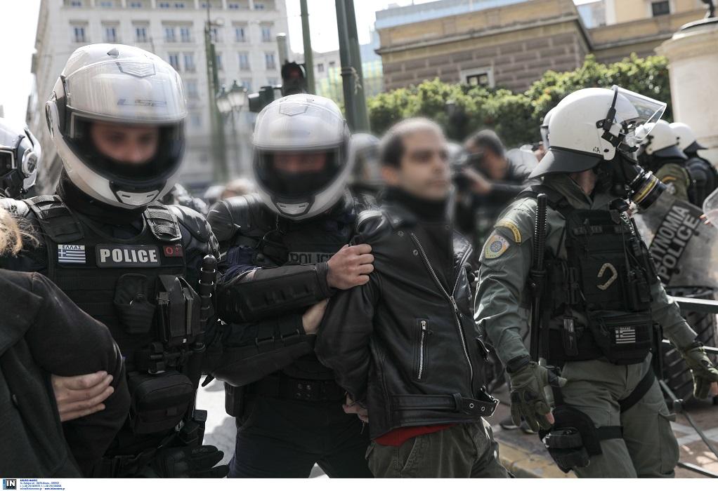Κουφοντίνας: Επεισόδια στην Αθήνα – Προσήχθη ο γιος του (VIDEO)