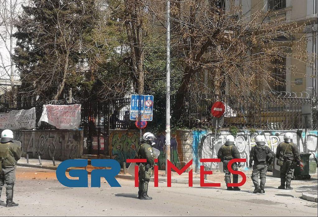 Θεσσαλονίκη: Επεισόδια έξω από κατάληψη (VIDEO)
