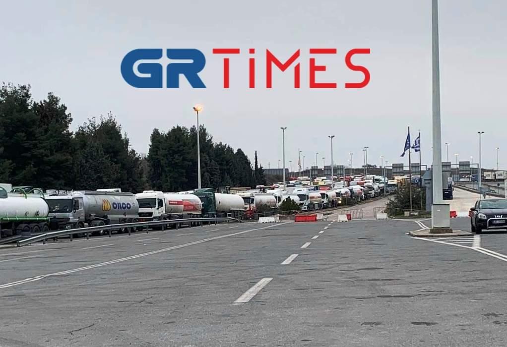 Κοσμίδης: Ατελείωτες oι ουρές των φορτηγών στους Ευζώνους