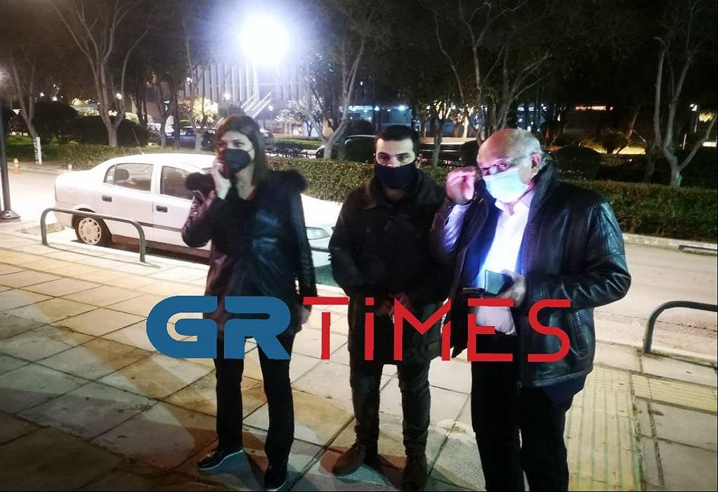 Βουλευτές του ΣΥΡΙΖΑ έξω από την πρυτανεία του ΑΠΘ (VIDEO)