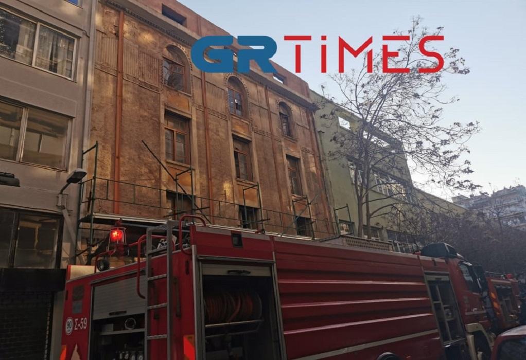 Θεσσαλονίκη: Φωτιά σε διατηρητέο κτίριο στο κέντρο (ΦΩΤΟ+VIDEO)