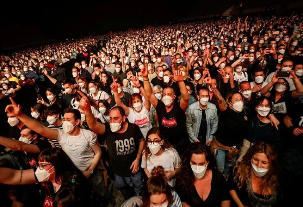 Συναυλία στη Βαρκελώνη: 5.000 θεατές με μάσκες, τεστ, αλλά χωρίς αποστάσεις (ΦΩΤΟ+VIDEO)