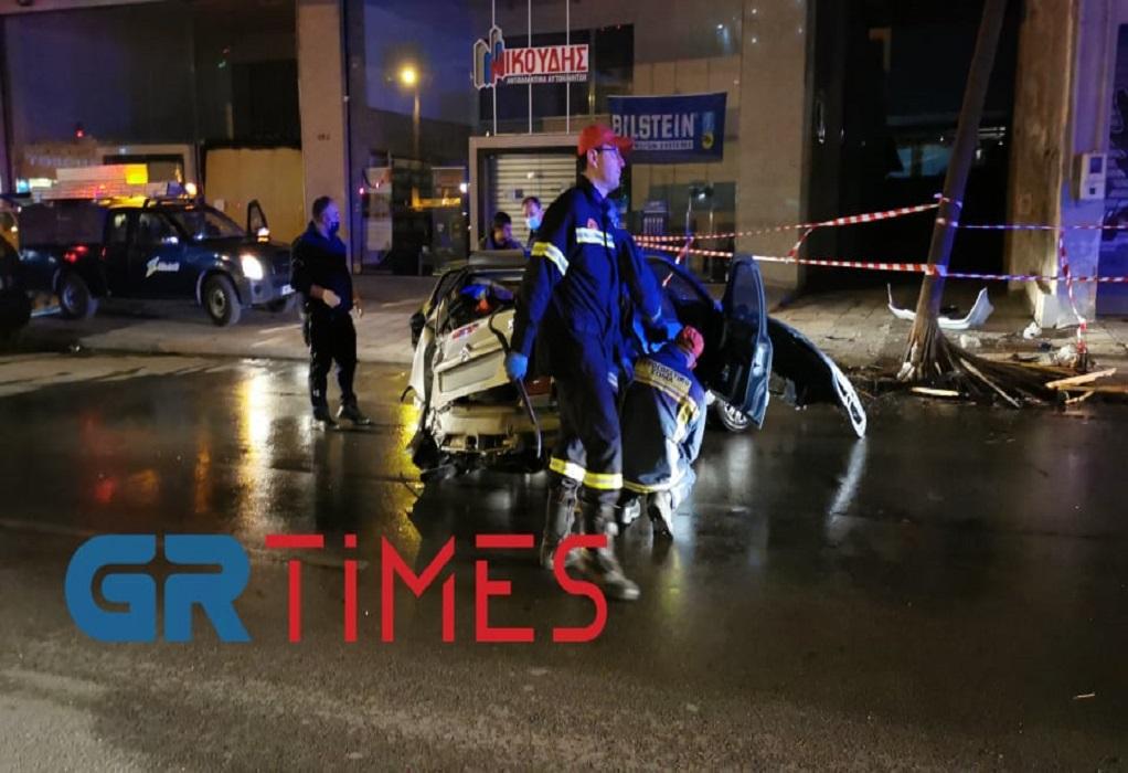 Θεσ/νίκη: Πρόσκρουση αυτοκινήτου σε κολώνα – Ένας τραυματίας (ΦΩΤΟ – VIDEO)