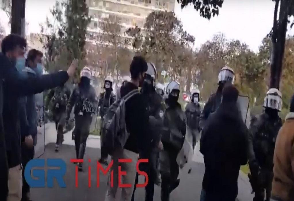 ΑΠΘ: Διαμαρτυρία φοιτητών για την αστυνομία – Απομάκρυνση από την ΕΛΑΣ (VIDEO)