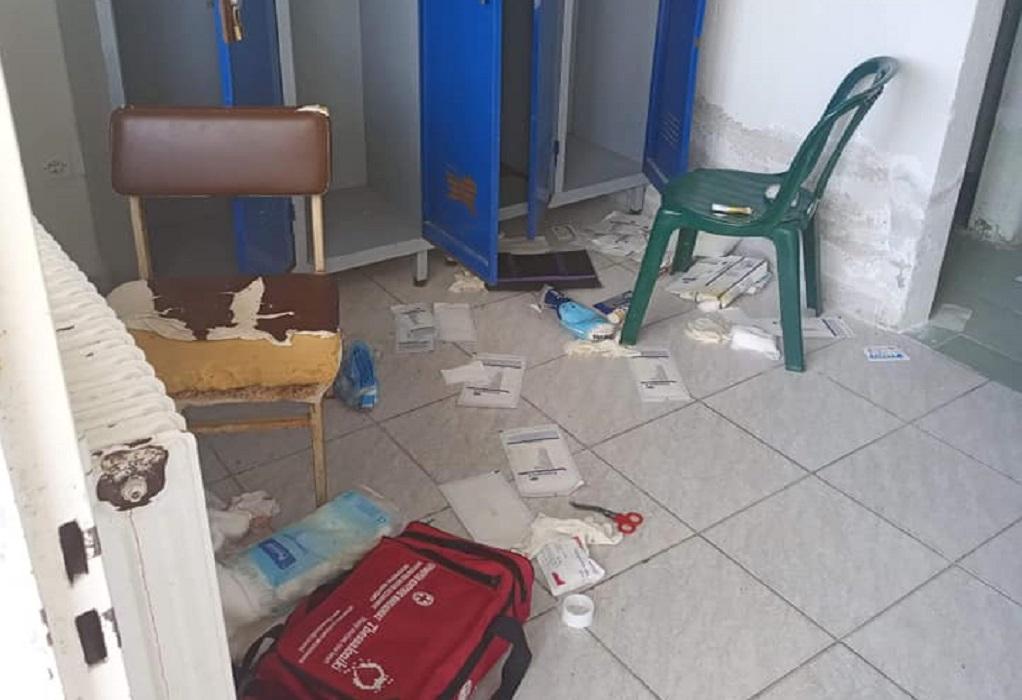 Βανδάλισαν ξανά για… χαβαλέ τα γραφεία του Αχιλλέα Περαίας (ΦΩΤΟ)
