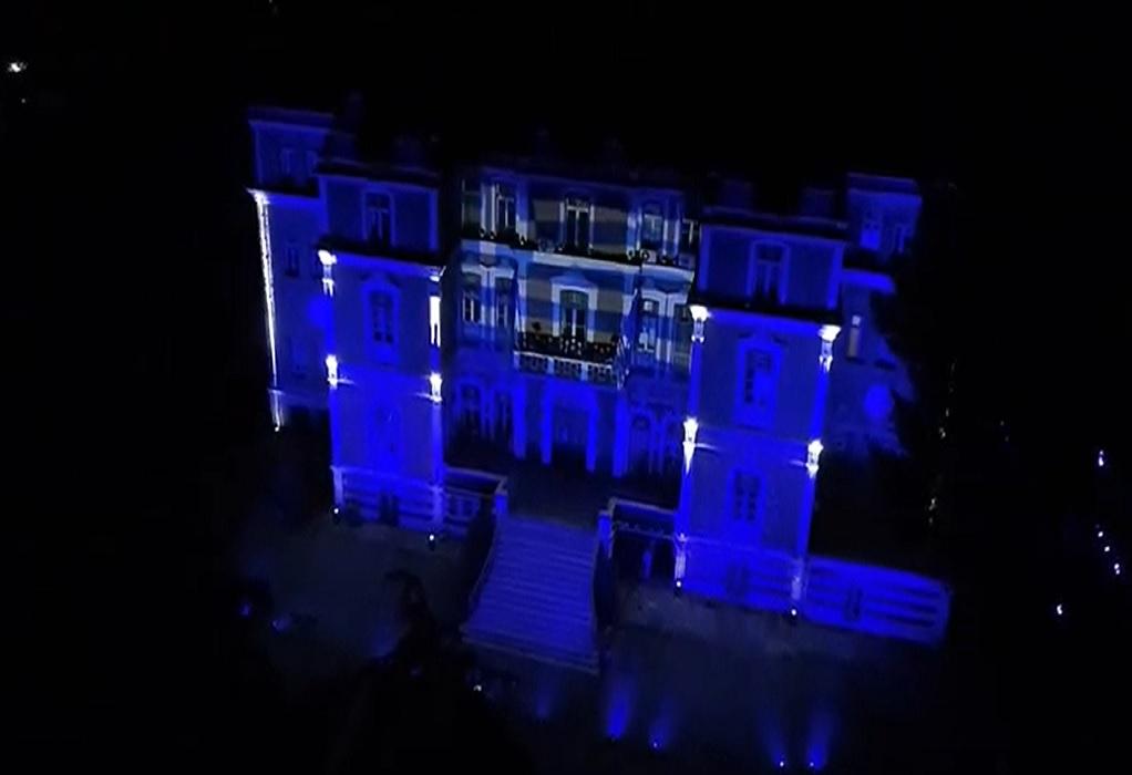 Στα χρώματα της γαλανόλευκης φωταγωγήθηκε η Βίλα Αλλατίνη (VIDEO)