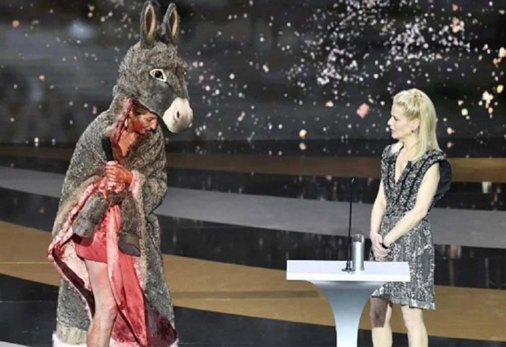 Βραβεία Σεζάρ: Γαλλίδα ηθοποιός ντύθηκε γάιδαρος για να διαμαρτυρηθεί