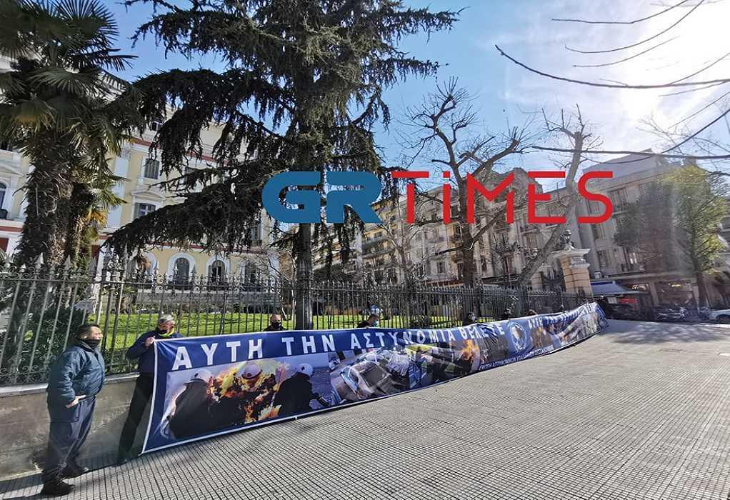 Παράσταση διαμαρτυρίας αστυνομικών έξω από το ΥΜΑΘ – Το υπόμνημα