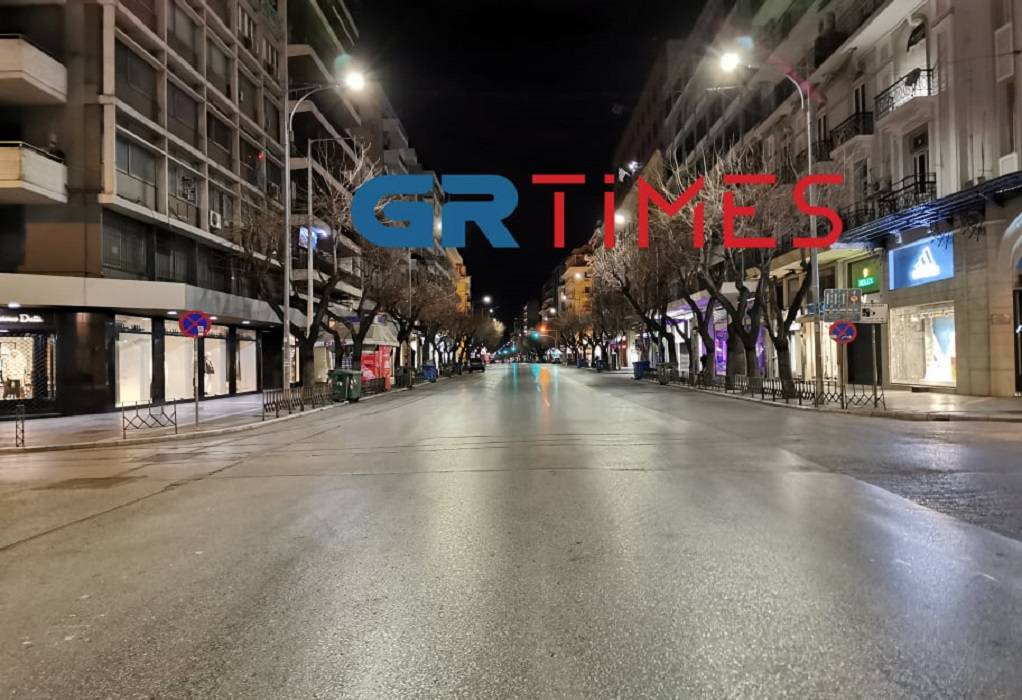 Δείτε Live: Άδειοι οι δρόμοι στη Θεσσαλονίκη από τις 19:00