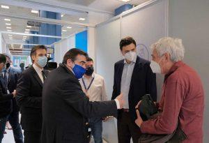 Επίσκεψη Β. Κικίλια με τον Μ. Σχοινά στο MEGA εμβολιαστικό κέντρο «Προμηθέας»