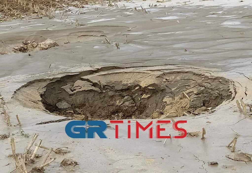 """Ο σεισμός """"κατάπιε"""" τον δρόμο-Ανησυχεί το φαινόμενο της ρευστοποίησης"""