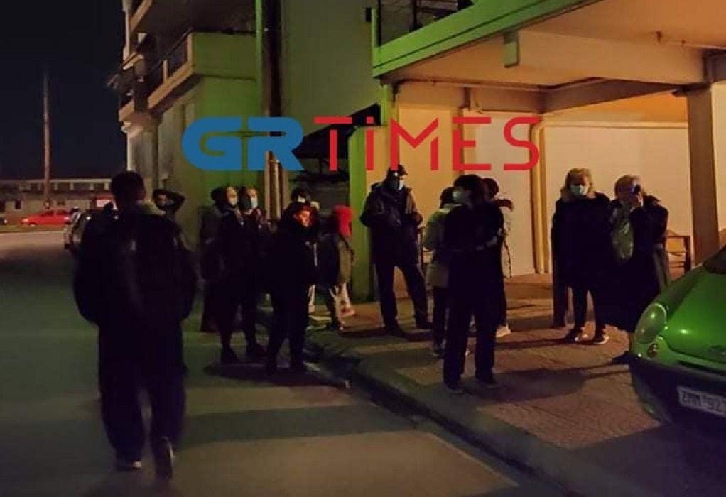 Στους δρόμους οι κάτοικοι της Λάρισας μετά το νέο ισχυρό σεισμό (ΦΩΤΟ)