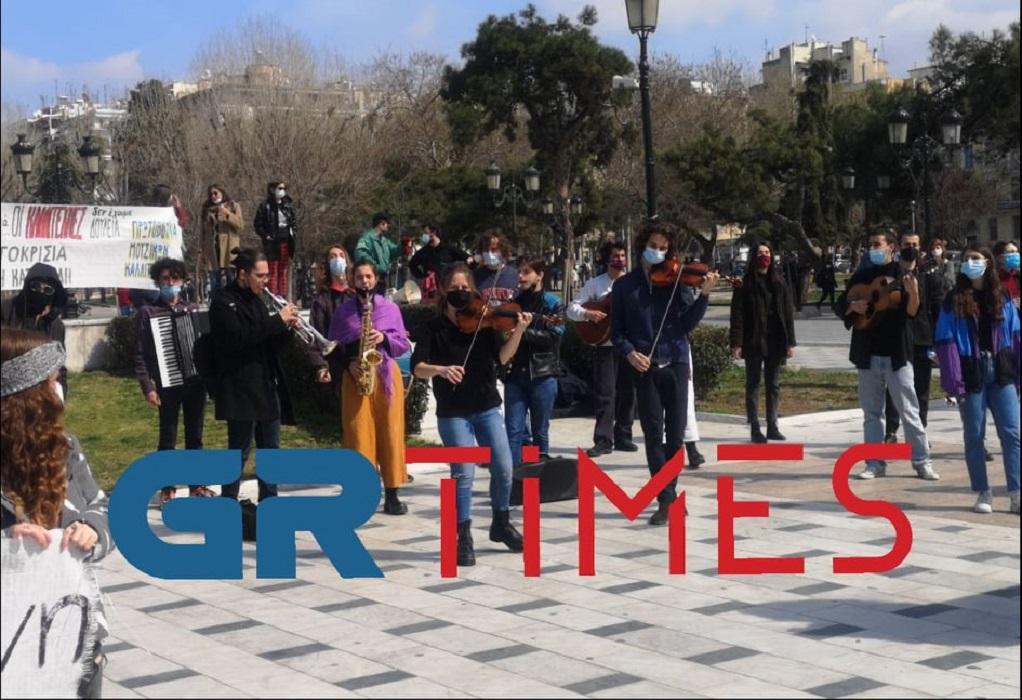 Διαμαρτυρία…μετά μουσικής στο άγαλμα Βενιζέλου (ΦΩΤΟ+VIDEO)