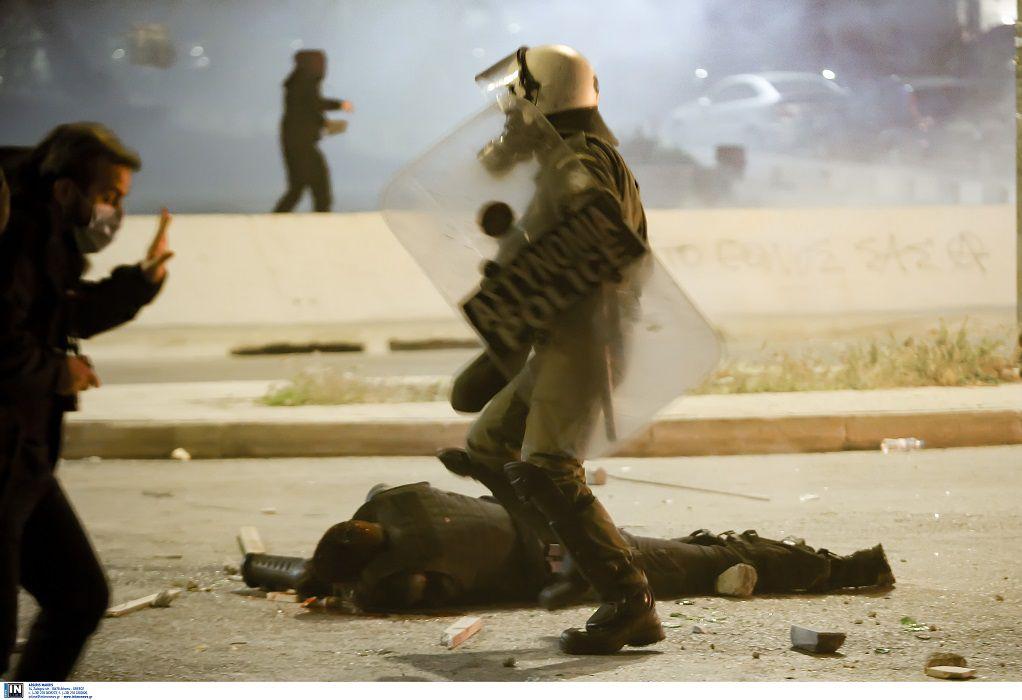 Ξεκίνα σε λίγο η απολογία του βασικού κατηγορούμενου για την επίθεση κατά του αστυνομικού