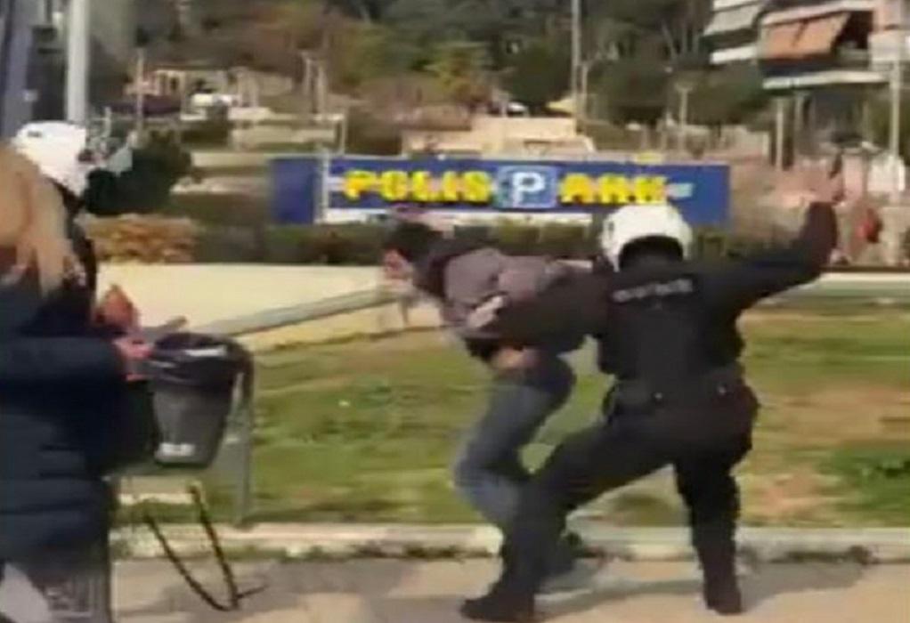 """Κρικέτος για Νέα Σμύρνη: """"Εικόνες αλητείας, όχι Αστυνομίας"""" – Απαγορεύεται το μεταλλικό γκλοπ"""