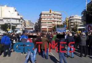 Εργαζόμενοι στον ΟΑΣΘ έκλεισαν τον δρόμο (ΦΩΤΟ-VIDEO)