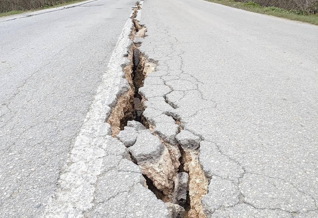 Ελασσόνα: Βυθίστηκε το έδαφος κατά 30 εκ. μετά τους σεισμούς
