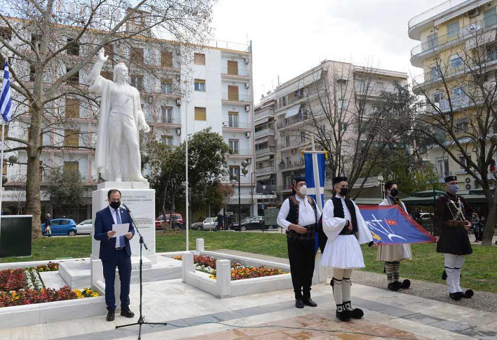 Δήμαρχος Σερρών: Ύψωσε το λάβαρο του Εμμανουήλ Παπά στην Πλατεία Ελευθερίας