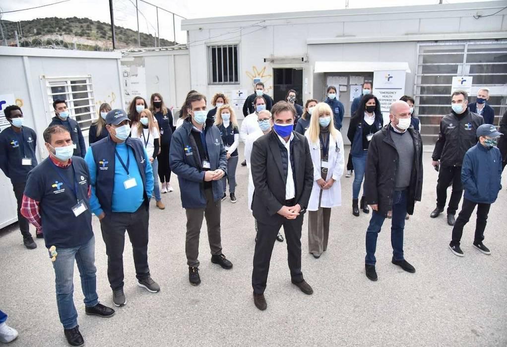 Επίσκεψη Μ. Σχοινά στο Κέντρο Φιλοξενίας Προσφύγων και Μεταναστών Σκαραμαγκά