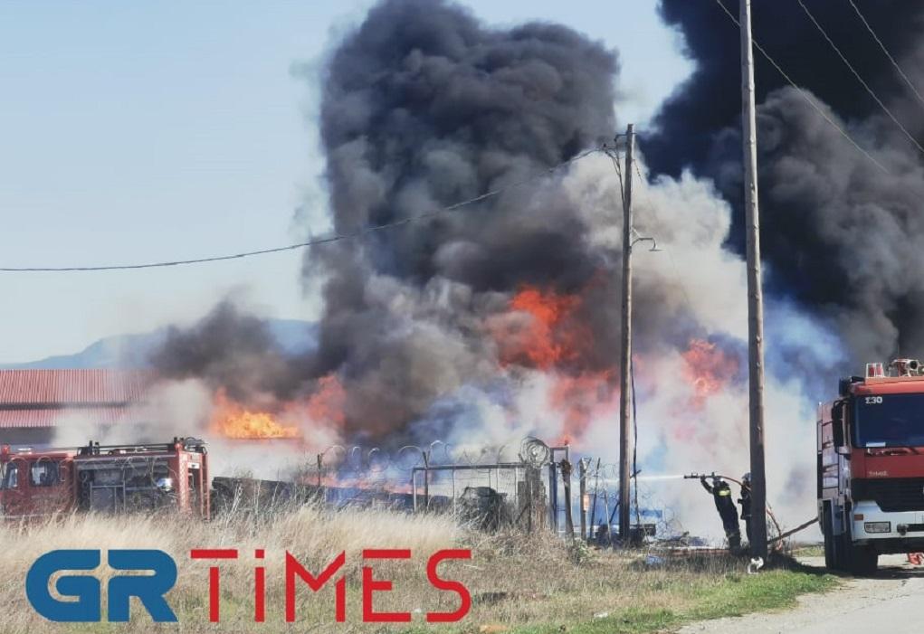 ΤΩΡΑ – Μεγάλη φωτιά στην περιοχή της Θέρμης (ΦΩΤΟ-VIDEO)